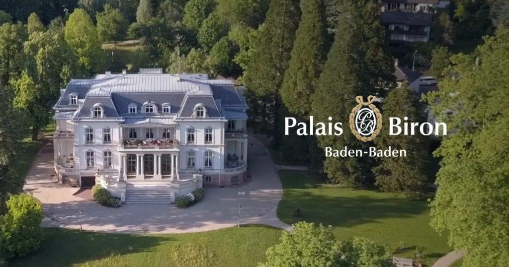 Aufnahme des Palais Biron mit Logo und Schriftzug