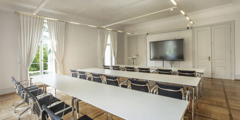 Salon Augusta mit Bestuhlung und Konferenztechnik