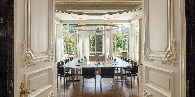 Salon Baden-Baden mit Konferenztisch